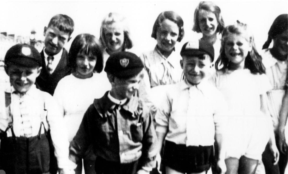 c. 1930 Back: Bill Hawkins, Beryl Wood, Grace Hawkins, Muriel Wood. Front: Peter? Hazell, Dorothy Wood, Stanley Wood, Tom Robinson, Violet Bolton, Ruby? Hazell.