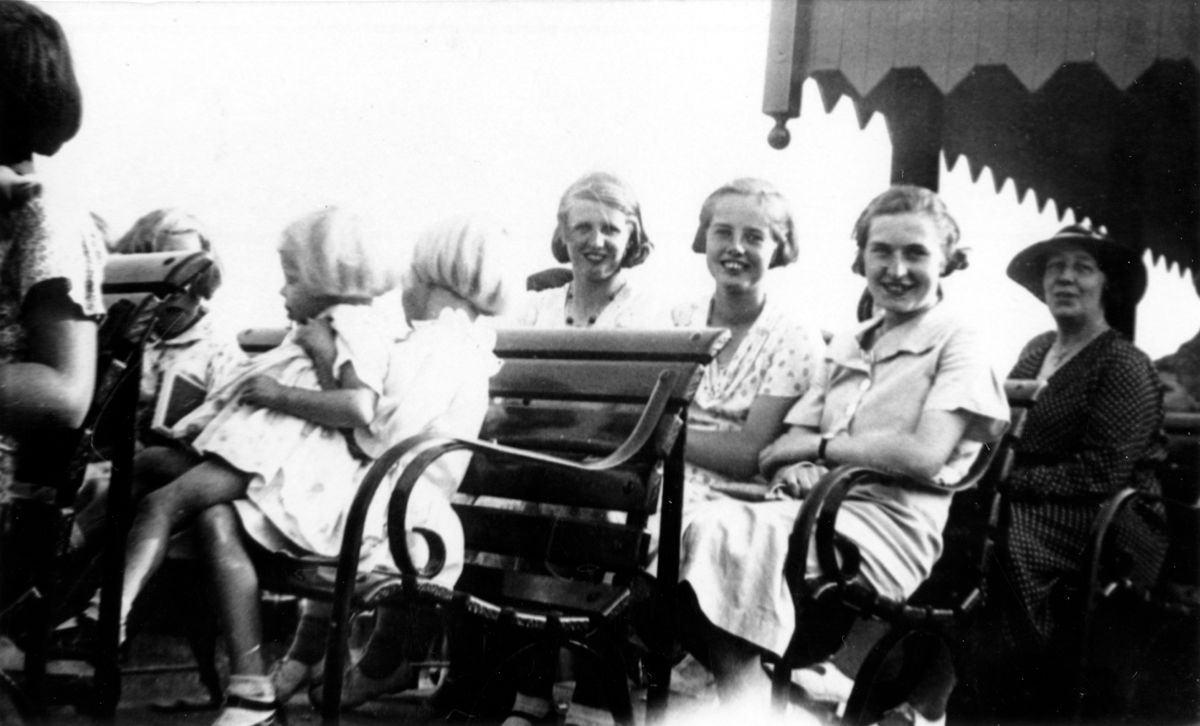 c. 1930 Beryl Wood, Hilarie Hopes, Nancy Hawtin.