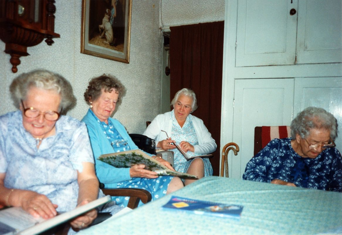 July 1992 End of season Methodist Dashwood House meeting at Miss Ruth Kirby's. Mrs. H. Bassett, Mrs. D. Evans, Mrs. G. Benfield, Mrs. W. Pritchard.