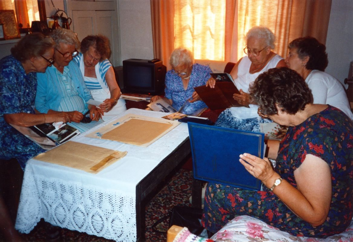 August 1994 Dashwood House summer meeting at 67 North Street. Hilarie Bassett, Beryl Wyatt, Dorothy Evans, Charis Stevens, Margaret Allen, Barbara Imbert, Benda Monk.