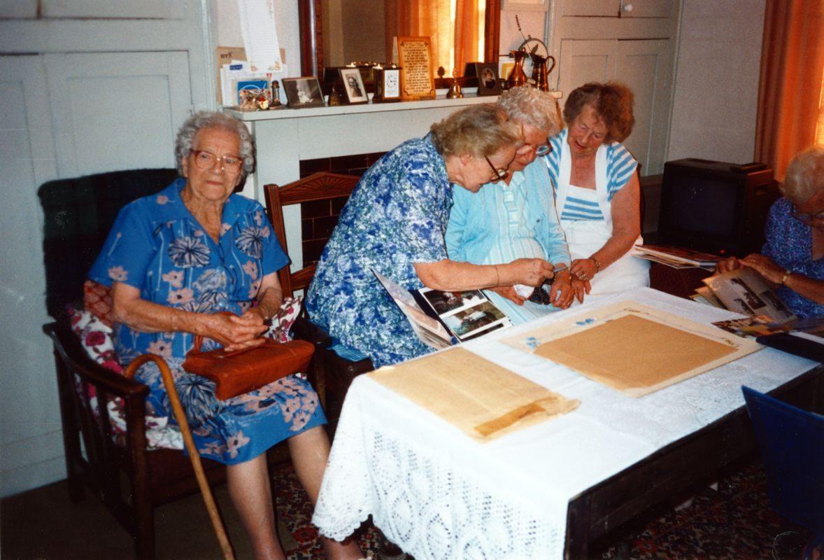 August 1994 Dashwood House summer meeting at 67 North Street. Winnifred Pritchard, Hilarie Bassett, Beryl Wyatt, Dorothy Evans.