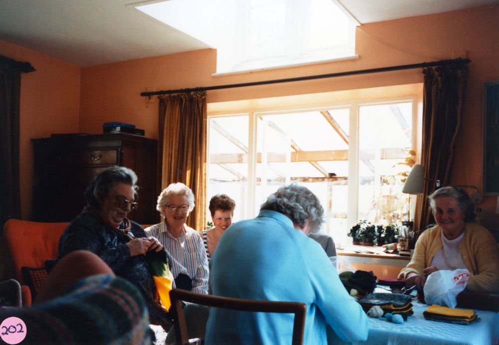 23 April 1987 Sewing squares for Oxfam blankets. Foreground: Beryl Wyatt (back view), L to R: Bubbles Pratley, Cynthia Laws, Valerie Harvey and Hilary Bassett.