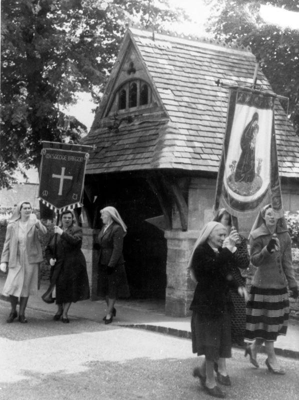Late 1950s Freeland. Ethel White, Bubbles Pratley holding Westcote Barton banner, Mary Bosley.