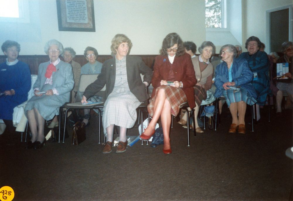 5 December 1989 Presentation of certificates. 3rd row: Joan Helby. 2nd row: Kay Milburn, Hilda Stockdale, ?, Harriet Evans, Hilda Cox. Front row: Beryl Hippsley (Archdeanery Vice-President), Ivy Reader, vacant, Jeanne Allington and Rosemary Pierce.