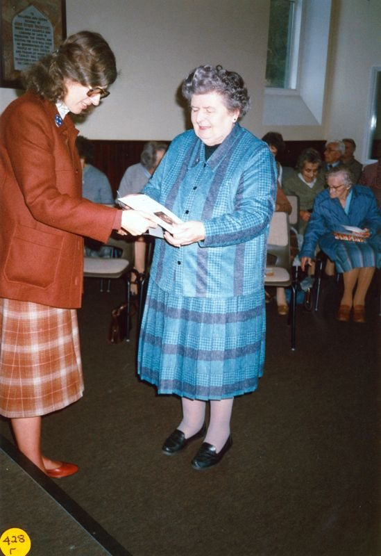 5 December 1989 Presentation of certificates.