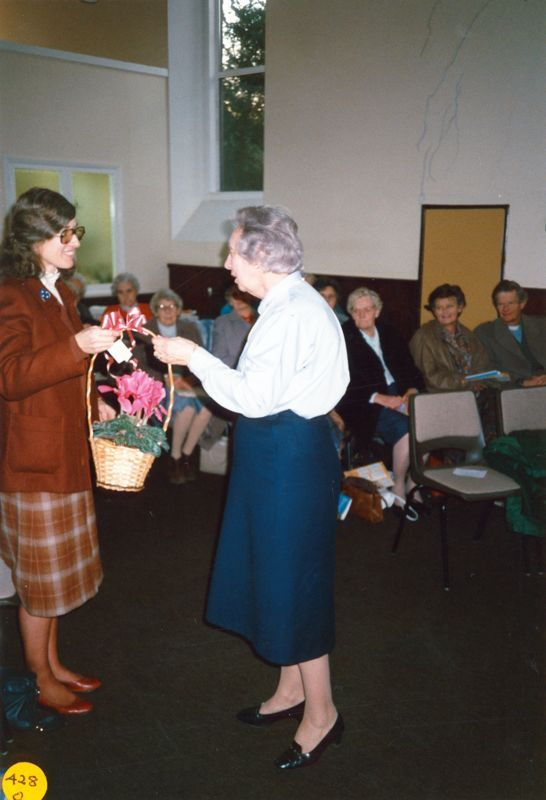 5 December 1989 Presentation of certificates. Presentation of gifts to Elsie Bridger.