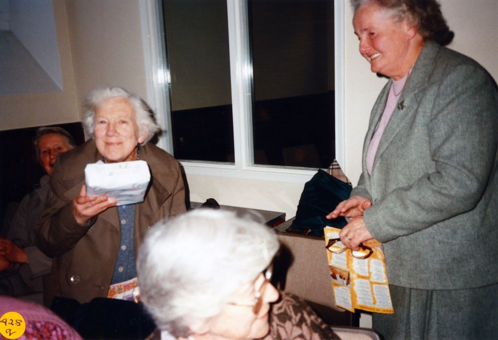 5 December 1989 Presentation of certificates. Ruth Kirby.