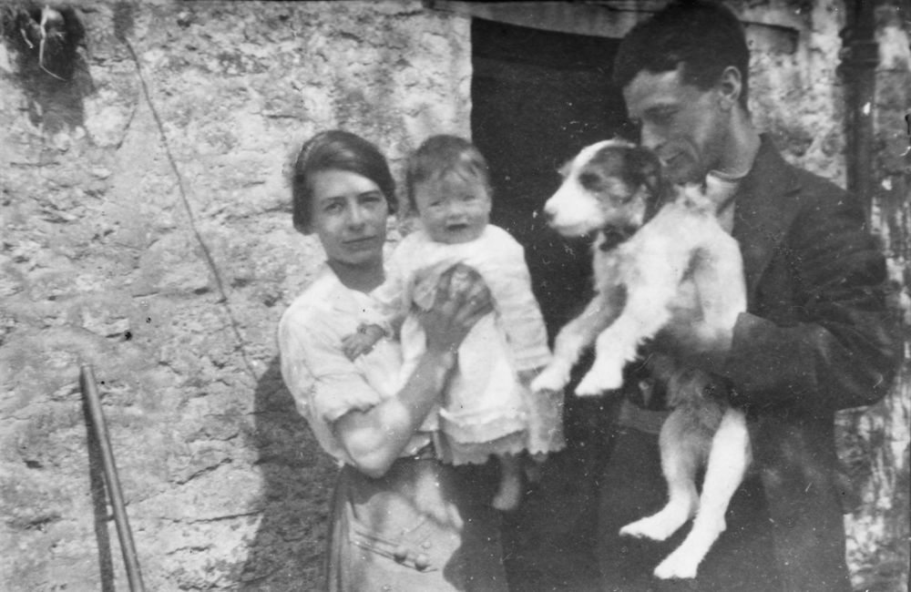 1921 Charles and Nellie Eaglestone with daughter, Joan.