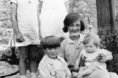 c. 1926 Washington Terrace. Jean Dallinger, Joan Eaglestone. Betty Dallinger with Jack and Roy Eaglestone.