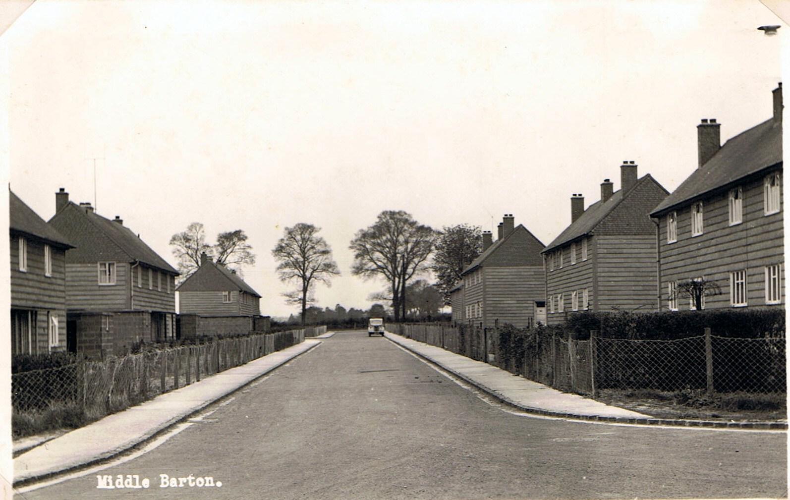 c 1940s. Hillside Road, top of Worton Road.