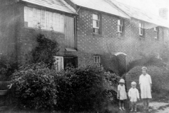 1930s Worton Road. Doreen, William and Francis Gascoigne.