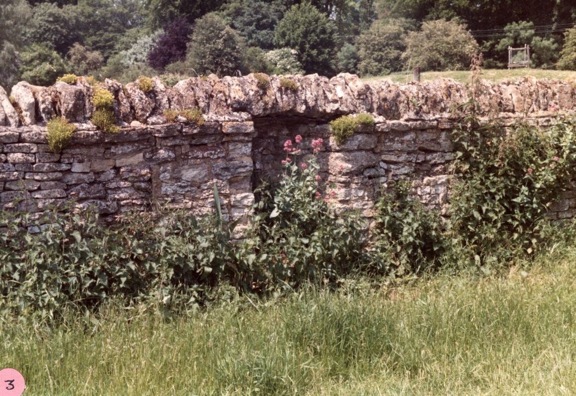 1985 Remains of cottage in wall opposite the Old Malt House.