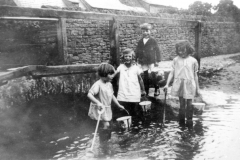 1928 Ford Fox Lane. Richard Goodey standing on 'reaching' stone. Also Stella Goodey, Bubbles Pratley and Diana (Muriel) Goodey.