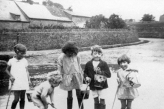 1928 Ford Fox Lane. 'Bubbles' and the Goodey children, Geoffrey, Diana (Muriel), Richard and Stella.