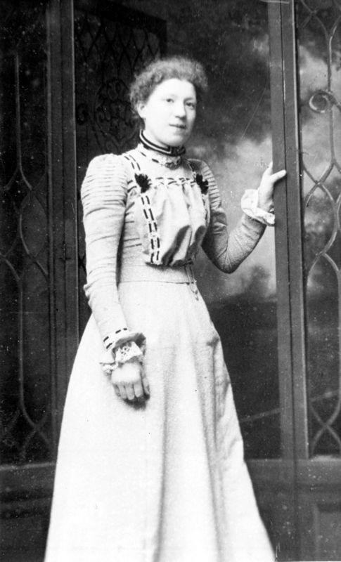 c. 1906 Ruth Watson 1883 - 1964. Wife of George Henry Kirby 1877 - 1951.