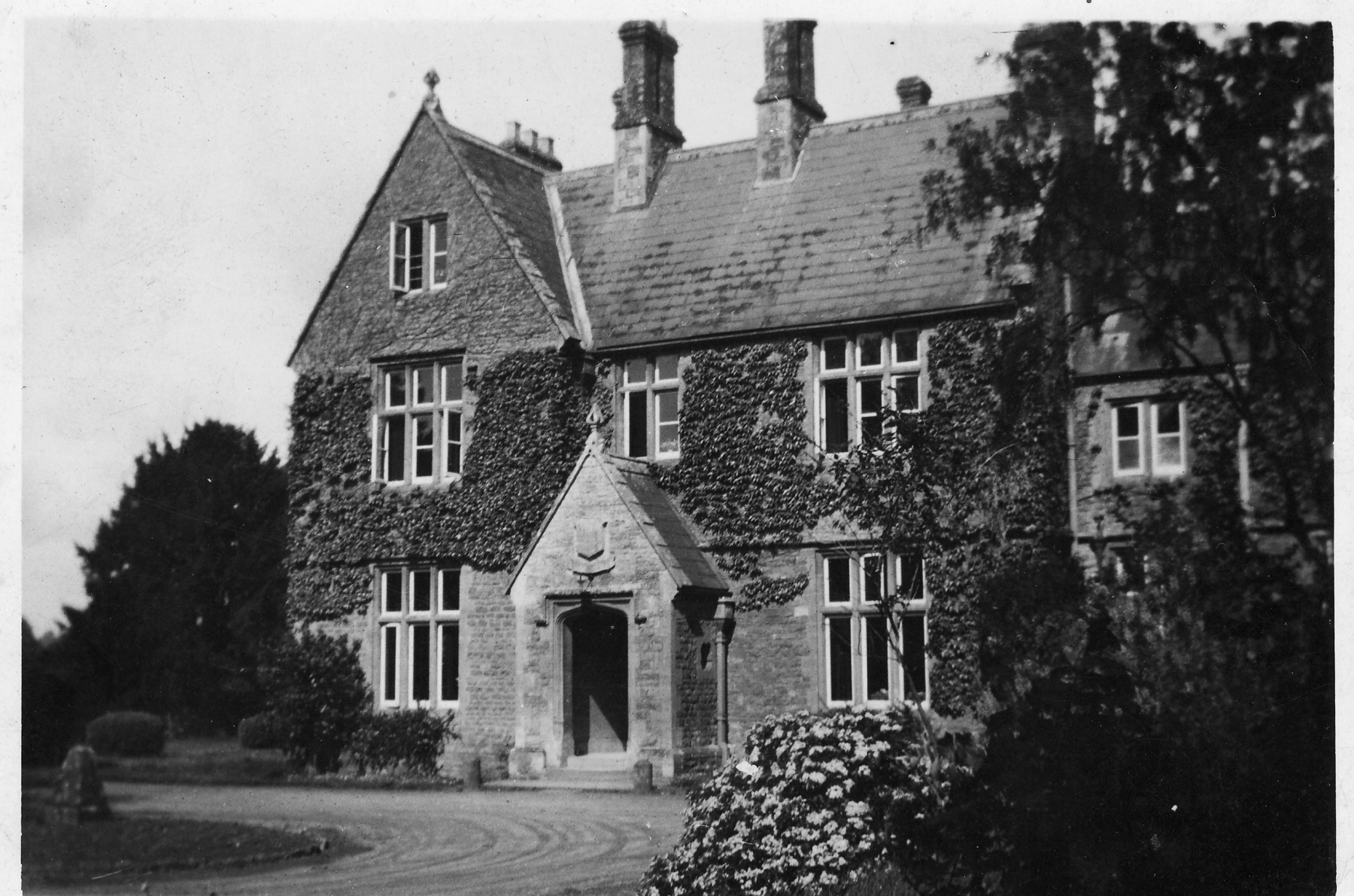 1942. The Manor Westcote Barton Oxon. W.L.U Hostel.