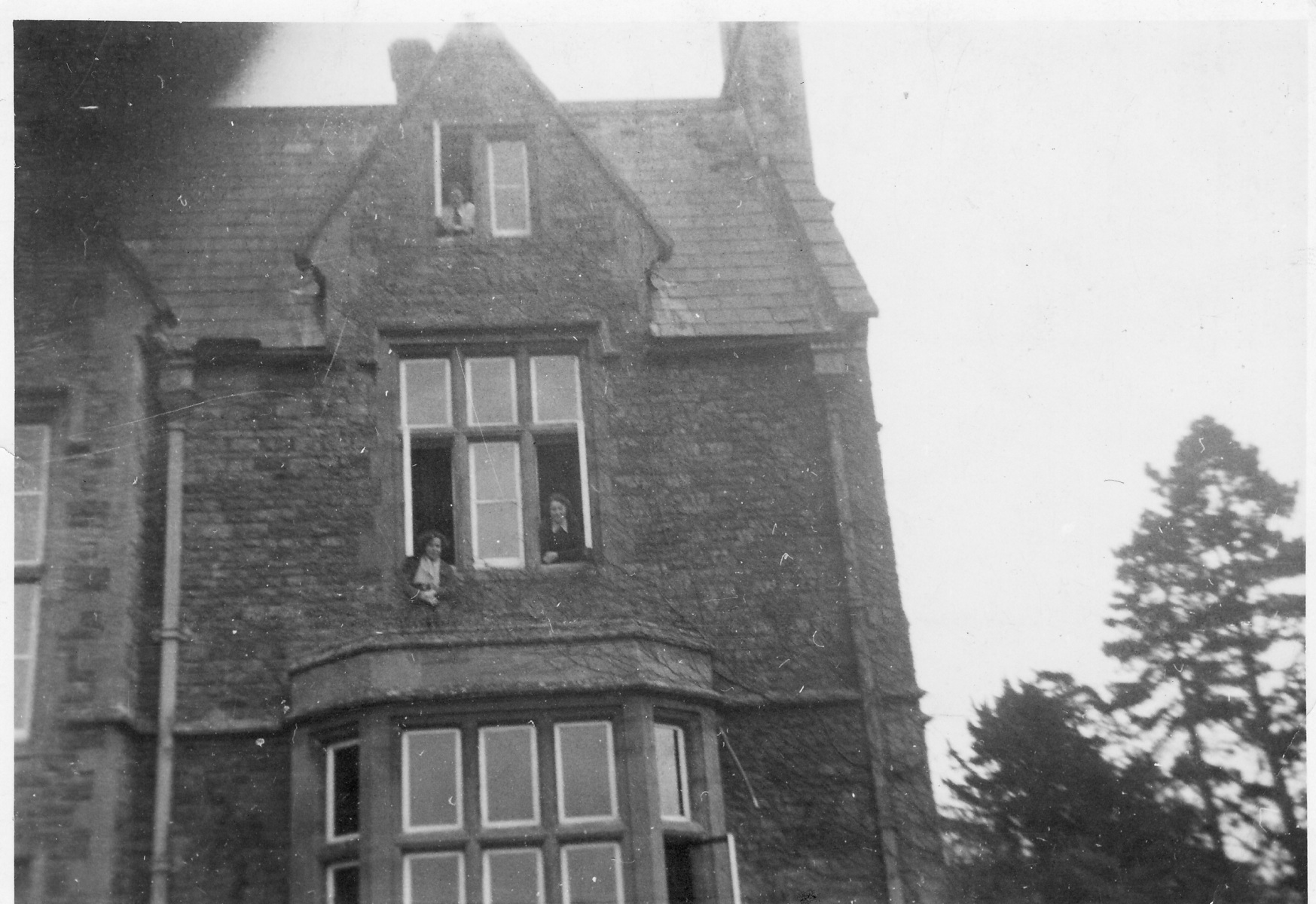 1942. Back view of Hostel, Westcote Barton Manor. Olive and my bedroom - top floor.