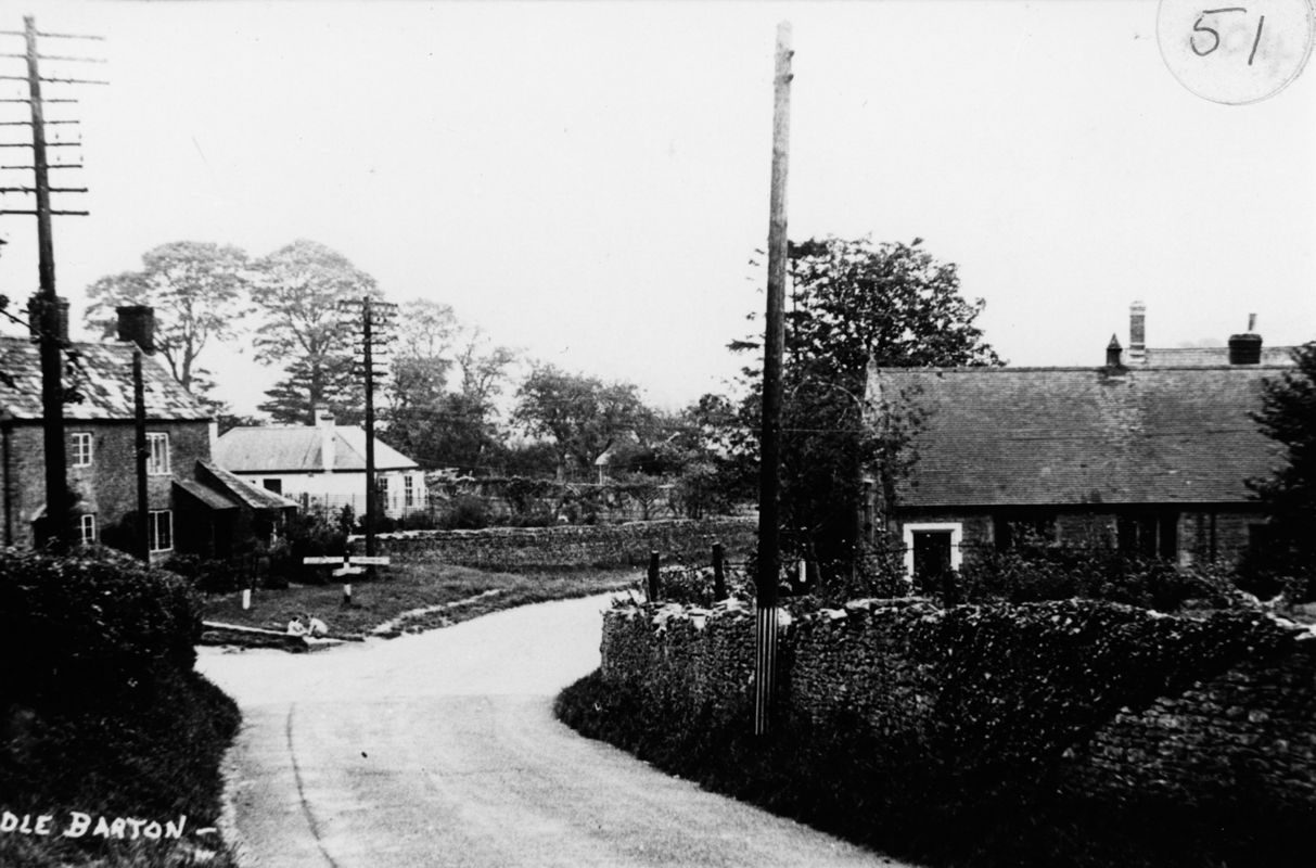North Street / Worton Road crossroads.