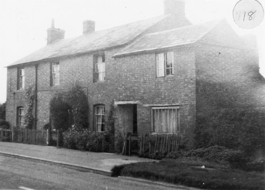 1940s. Houses were pulled down to provide the entrance into the Firs estate.