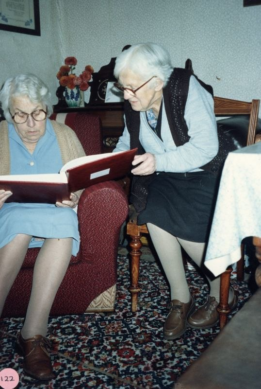 1986 Elsie Matthews and Ruth Kirby at 67 North Street.