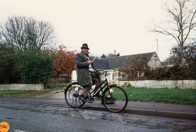 December 1988 Ted Butler - the knife grinder outside 10 and 12 Enstone Road.