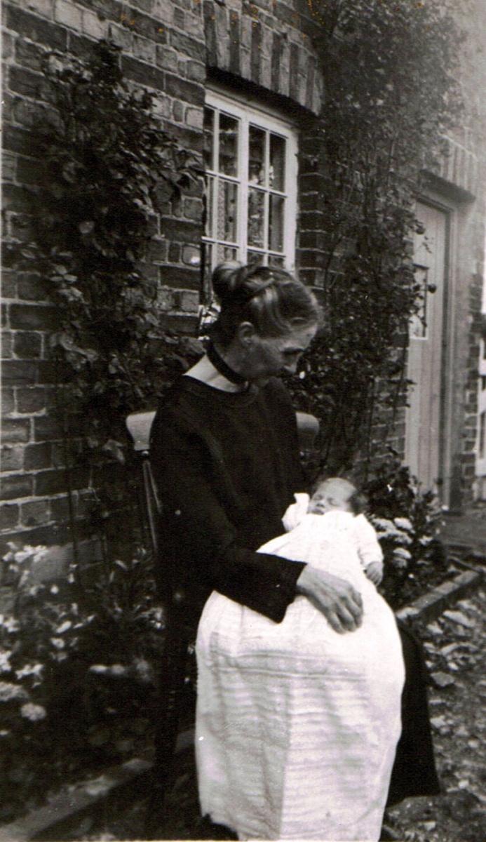 Annie Bassett, Worton Road