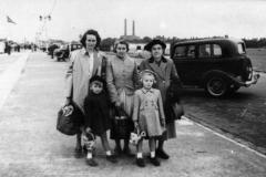 1960s Elsie Bradshaw, Lily Garvey, their mother Hannah Garvey, Graham Bradshaw and Cynthia Bradshaw.