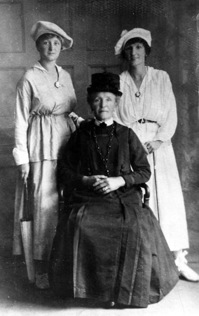c. 1910 Emma Baker and daughters, Lily and Violet.