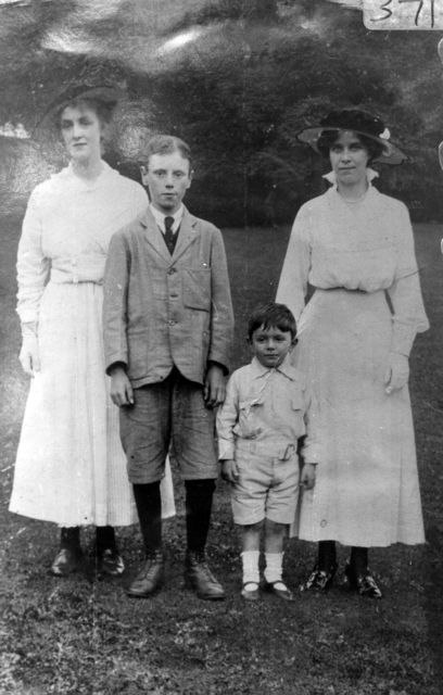 c. 1910 Daisy and Flo Daniels with (her?) nephews, taken in London.