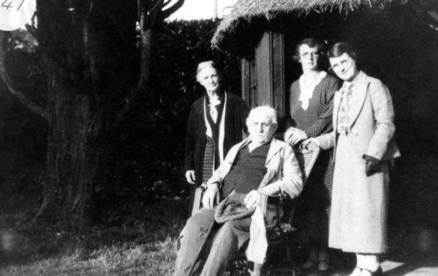 1930s Mr and Mrs Barrett, their daughters Mildred Prior and Dora M Wallis Hove.