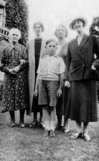 1930s Mrs Barrett, Miss Florence Farley, Mrs Mildred Prior, Mrs Strongman and Percy Prior.