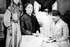 1870s The Marshall daughters. Alice (on the left), Annie, Elizabeth and Katherine.