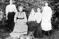 c 1910 Baker Family Group: Daisy, Emma, ANO, ANO, Violet.