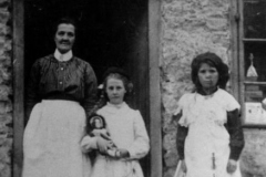 c. 1914 Clara Hawkins, her daughter Lettie and Gertie Constable.