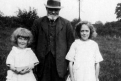 c. 1925 Violet Wyatt, Eden Castle and Rosa Wyatt.