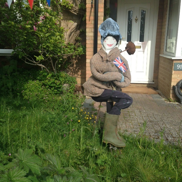 Scarecrow-Lady-worker