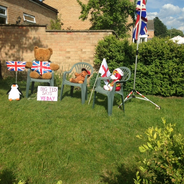 Teddies-celebrate-in-Kirby-Crescent