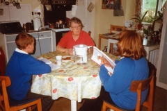March 1999 Miss Joan Sullivan talking to pupils of Middle Barton School about life in the village during the second world war. Louise Stewart on the right.