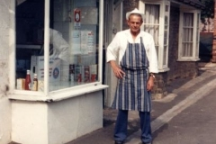 1986 Stan Gardner in front of his shop in North Street. Closed 1988.