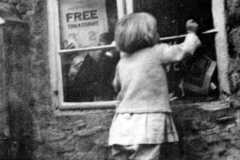 Children used to buy sweets at 44 South Street on the way to school. Some just looked in!!
