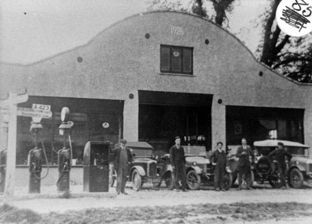 The Garage at Hopcrofts Holt: Fred Price, Harold Crowther, others.