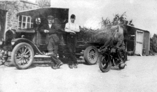 1920s Gilbert Newman, Denis Gibson, Bert Farley. 15 Worton Road.