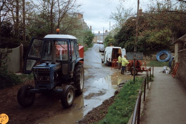 1997 Laying water pipes. Mill Lane.