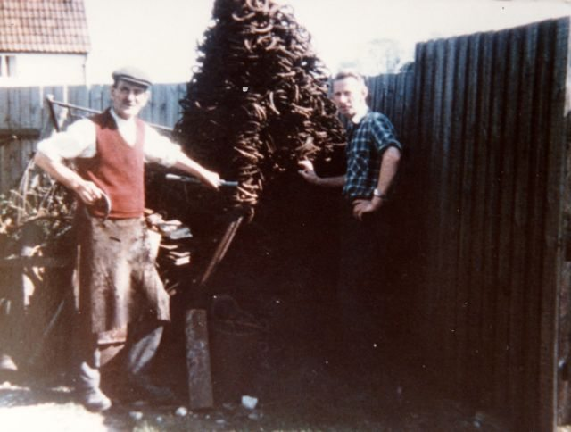 1960s 17 Worton Road. Frank Gascoigne and son Bill by pile of horseshoes.