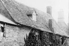 c. 1920 45 South Street. William and Emma Baker and two of their children, taken just before the Stonesfield slates were replaced. The chimney and fireplace near the door were also replaced.