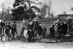 The Meet at Barton Abbey. Back: J. Canty (trilby), A. Paine (flat cap centre), Jim Gibson (flat cap extreme right). Right hand children: Violet Bradshaw (behind), Fred Bradshaw, Jack Stockford, Jack Smith, George Kirby (front).