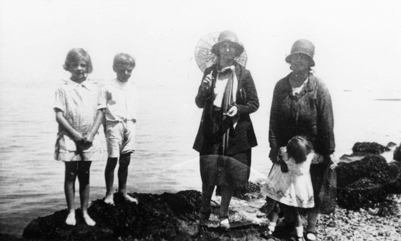 c. 1928 Steeple Barton choir outing. L to R: 'Bubbles', Nicholas, Bessie, Rachel and Gabrielle, all Stockfords.