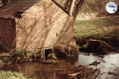 1985 Disused pump house, SP456242.