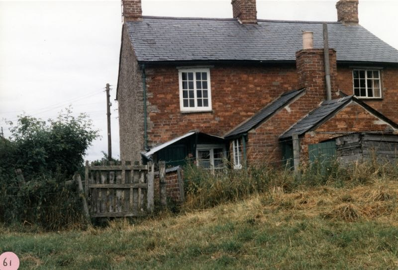 1986 rear aspect of cottages at Turnpike.