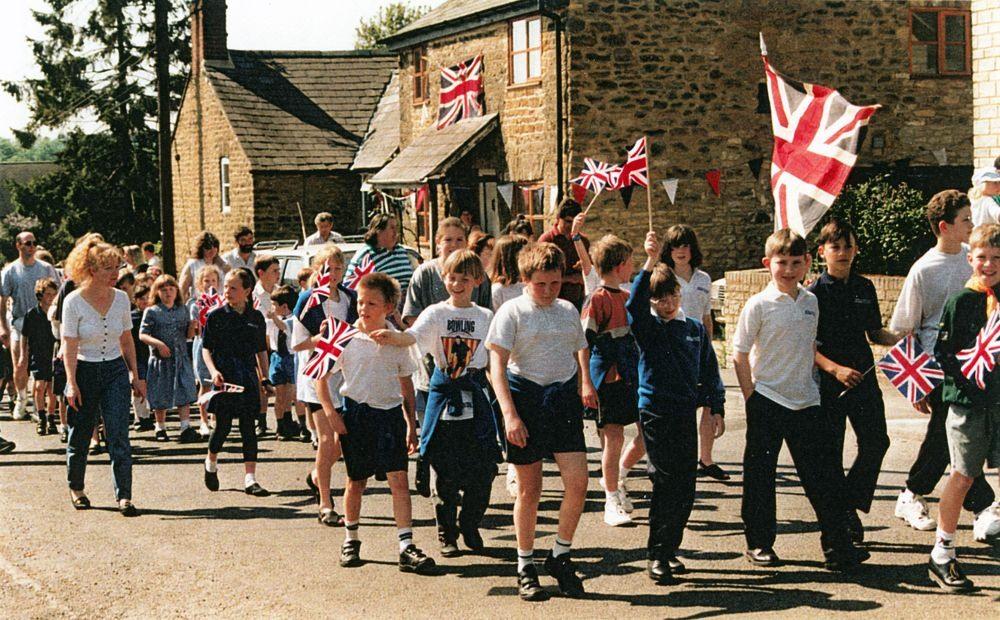 7 May V.E. Day Parade. Worton Road.